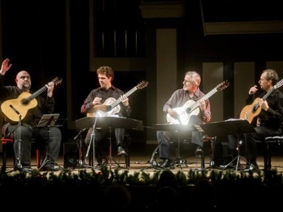 2015 m. Los Andželo gitarų kvartetas (JAV),  Dimitris Reginnos (Kipras)